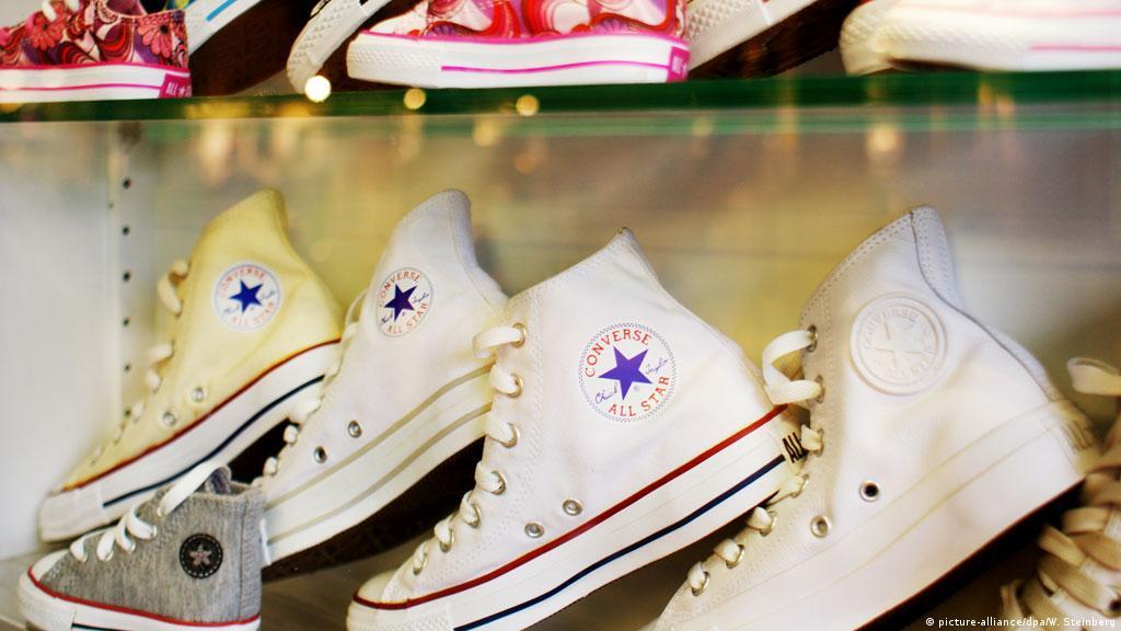 d407d3acf طرق عملية مبتكرة لتنظيف الحذاء الرياضي الأبيض | عالم المنوعات | DW |  26.05.2015
