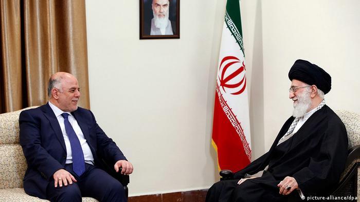 Der iranische Staatschef Ali Khamenei im Gespräch mit dem irakischen Premier Haider al-Abadi, 21.10.2014 (Foto: EPA)