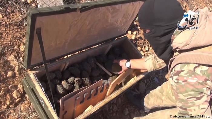 Исламисты показали ящик с оружием