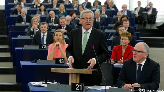 Juncker im Europaparlament (Foto: Reuters/Christian Hartmann)