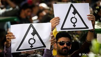Proteste gegen Säureattacken auf Frauen in Isfahan (Foto: Mehrnews)