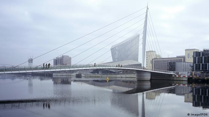 A modern bridge and a view of the museum.