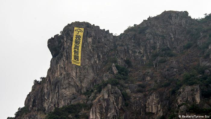 Hongkong protest banner, Lion Rock
