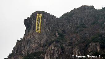 Hongkong Proteste Banner auf dem Berg 23.10.2014
