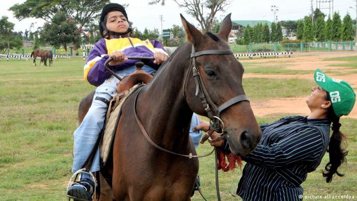 Pferde-Therapie für Behinderte in Indien