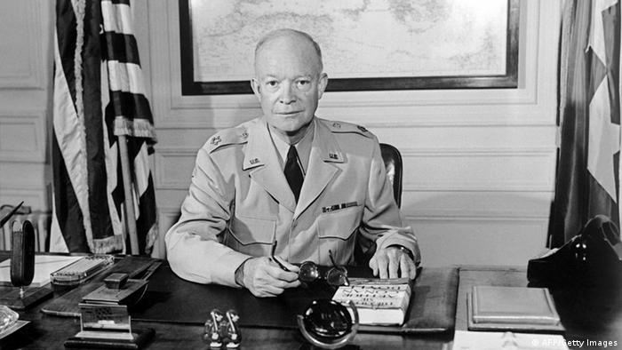 9 de março de 1957: EUA aprovam Doutrina Eisenhower
