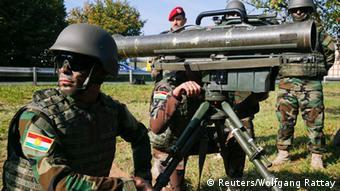 Γερμανοί στρατιώτες εκπαιδεύουν Κούρδους Πεσμεργκά σε γερμανικό στρατόπεδο