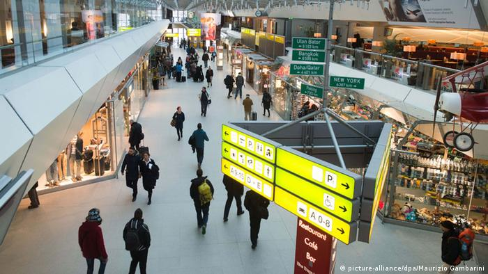 Abflughalle am Flughafen Berlin Tegel