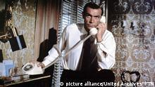 From Russia With Love (1963) Sean Connery James Bond (Sean Connery), Agent des britischen Geheimdienstes, wird mit einem hoechst gefaehrlichen Auftrag nach Istanbul geschickt. Regie: Terence Young , pixel