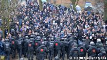 Polizeieinsatz bei Fußballspiel am Weserstadion in Bremen