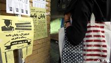 Wandzettel, Werbung für Verkauf von Abschlussarbeiten. Quelle: IRNA Lizenz: Frei via Mahmood Salehi, DW Farsi
