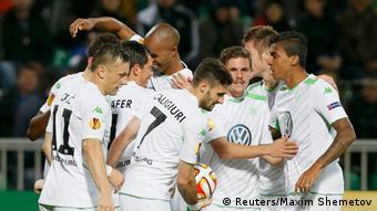 Die Wolfsburger Spieler jubeln nach dem Sieg gegen FK Krasnodar (Foto: REUTERS/Maxim Shemetov)