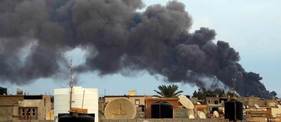 Bengasi, na Líbia, é alvo de constantes combantes