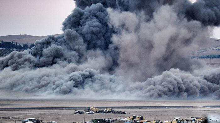 Moshi na vumbi kwenye mji wa Kobane baada ya mashambulizi ya anga ya Marekani.
