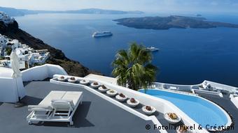 Ο αριθμός των Τούρκων που κάνουν διακοπές στην Ελλάδα έχει πολλαπλασιαστεί τα τελευταία χρόνια, γράφει η SZ