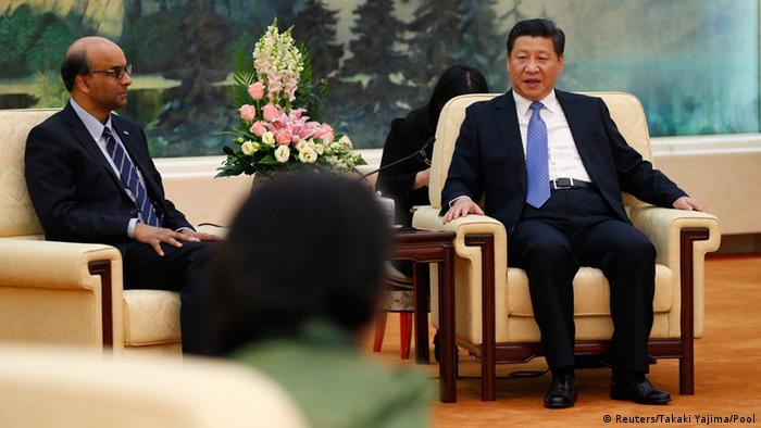 China's President Xi Jinping (R) meets with the guests at the Asian Infrastructure Investment Bank launch ceremony at the Great Hall of the People in Beijing October 24, 2014 (Photo: REUTERS/Takaki Yajima/Pool)