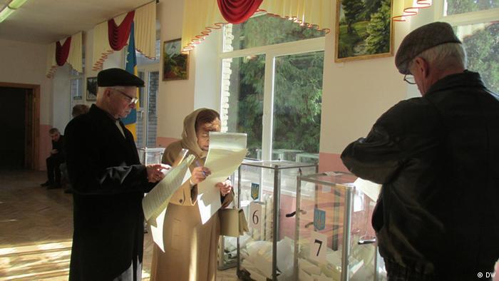 На одній із дільниць у Львові під час голосування на парламентських виборах у 2014 році