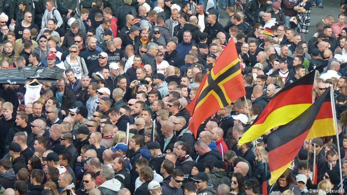 Demonstration Hooligans against Salafists