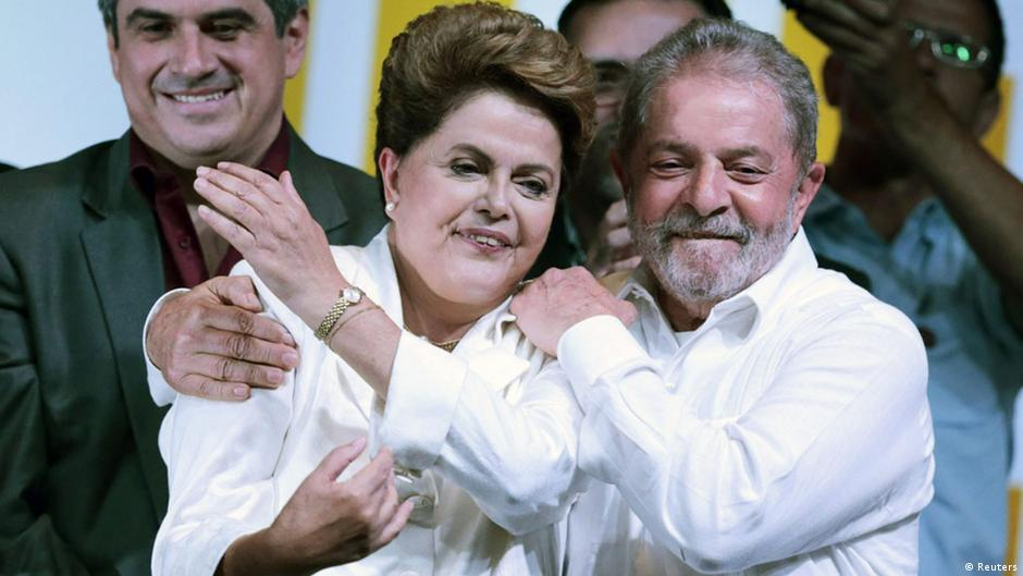 Dilma vence eleição mais acirrada desde a redemocratização | DW | 27.10.2014