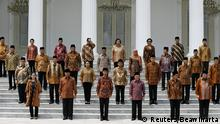 Indonesian President Joko Widodo (bottom row, 3rd L), his deputy Jusuf Kalla (bottom row, 3rd R) and newly appointed cabinet ministers pose for photographers after their inauguration ceremony at the presidential palace in Jakarta October 27, 2014. Indonesia's new president on Sunday named professional technocrats to lead the top economic ministries and implement much-needed reforms that address costly fuel subsidies, cooling investment and creaky infrastructure in Southeast Asia's biggest economy. REUTERS/Beawiharta (INDONESIA - Tags: POLITICS BUSINESS)