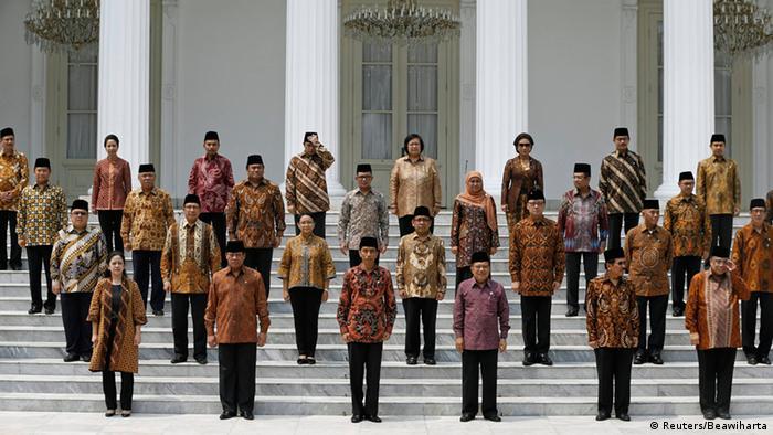 Joko Widodo Gruppenfoto Kabinett nach der Vereidigung 27.10.2014