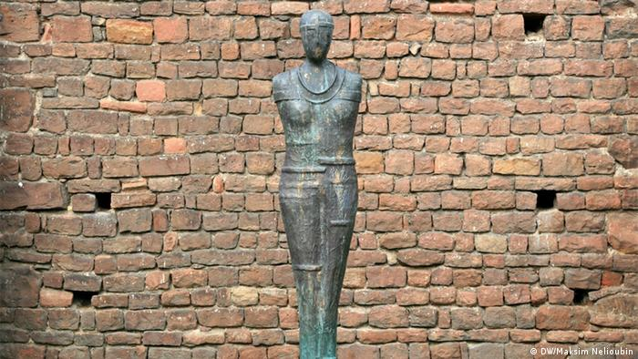 Статуя Хранительницы
