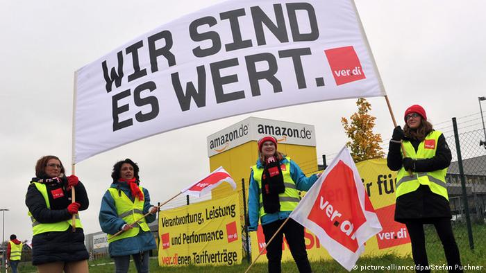 Streik im Amazon-Logistikzentrum Graben 27.10.2014 (Foto: dpa)