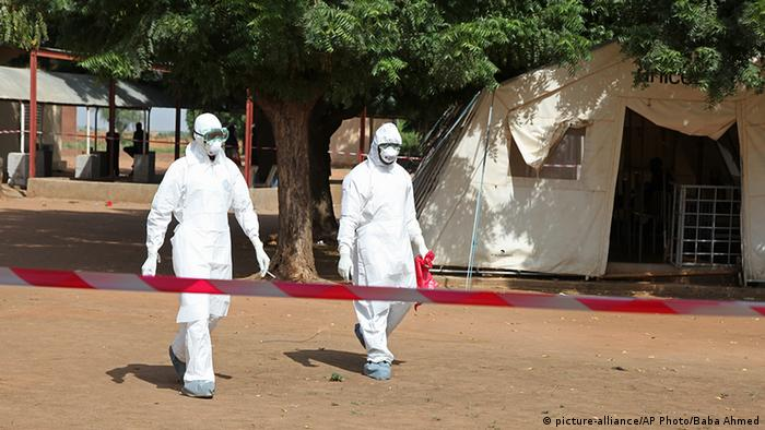 Mediziner im Kampf gegen Ebola in Kayes - Fhoto: Baba Ahmed (AP)