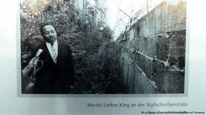 Martin Luther King at the Berlin Wall (picture alliance/Schroewig/Bernd Oertwig)