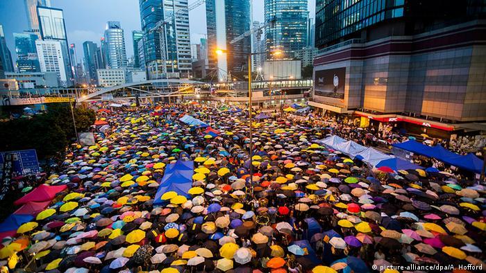 China Hongkong Regenschirmrevolution Demonstration mit Regenschirmen Platz