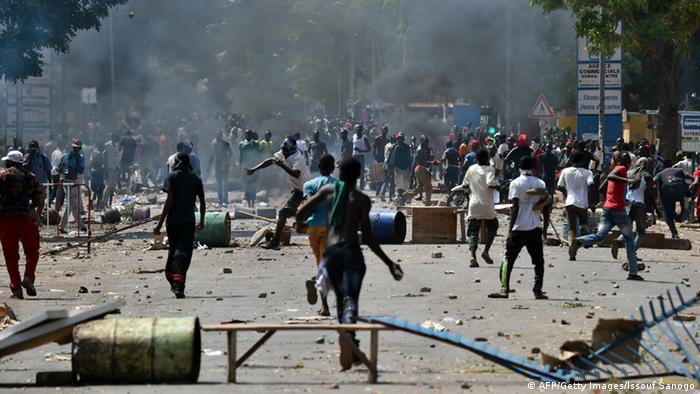 Gewaltsame Proteste in Ouagadougou Foto: ISSOUF SANOGO/AFP/Getty Images