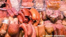 Zahlreiche Wurstsorten liegen am 02.02.2012 in der Auslage einer Fleischerei in Hannover.