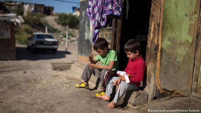 Spanien Armut Familie Kinder (picture-alliance/AP/Andres Kudacki)