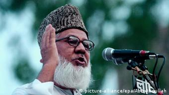 Bangladeshi Motiur Rahman Nizami, leader of the Islamist Bangladesh Jamaat-e-Islami party, speaks during a protest rally against a bomb attack across the country, in Dhaka, Bangladesh, 22 August 2005 (Photo: EPA/ABIR ABDULLAH)