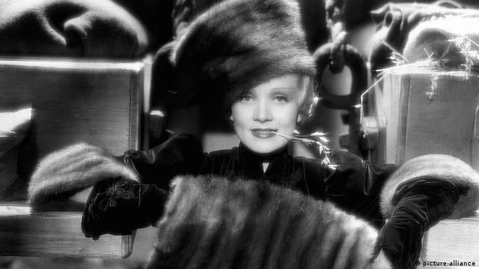 Marlene Dietrich The Scarlet Empress 1934 (picture-alliance)