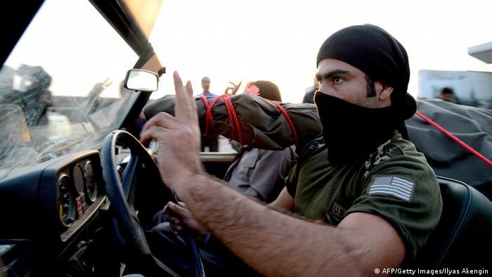 Peschmerga-Kämpfer auf dem Weg nach Kobane (Foto: AFP)