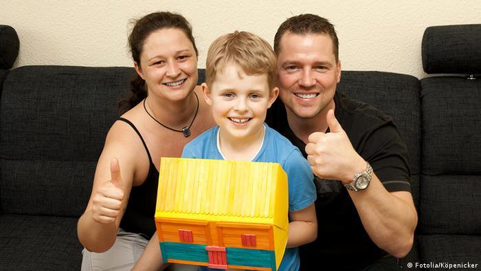 Немецкие родители упражняются в рукоделии