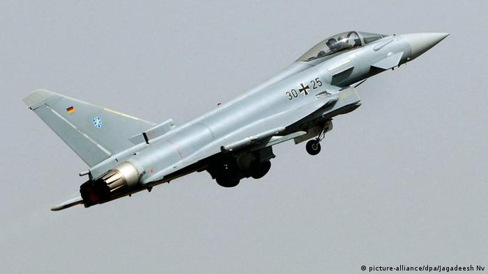 Deutscher Kampfjet Eurofighter (picture-alliance/dpa/Jagadeesh Nv)
