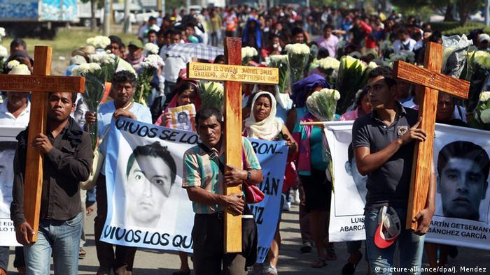 MEXICO: Familias de 43 desaparecidos: