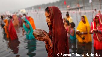 Hindu women worship the Sun god Surya in the waters of the river Yamuna during the Hindu religious festival of Chatt Puja in New Delhi October 30, 2014 (Photo: REUTERS/Anindito Mukherjee)