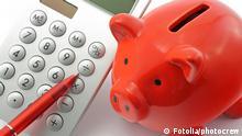 Контролът на приходите и разходите ви помага да не допуснете отварянето на финансови дупки в личния си бюджет. Експертите съветват да си водите записки на лист хартия или в електронна таблица на Excel за твърдите месечни разходи, които не можете да избегнете - като наем, застраховка или вноски по кредит. Така лесно ще разберете колко ви остава за книги, дрехи и развлечения.