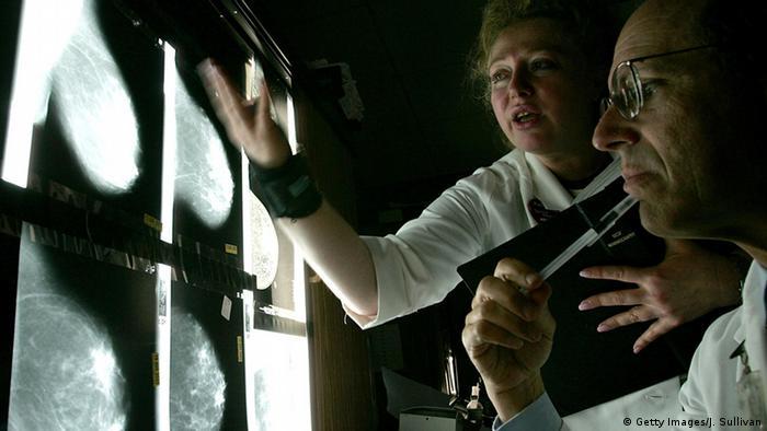 Symbolbild - Brustkrebs (Getty Images/J. Sullivan)