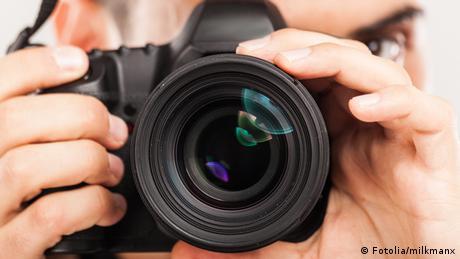 Symbolbild Fotograf mit Kamera