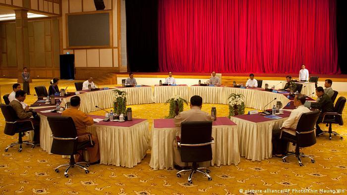 Myanmar Präsident Thein Sein Beratungen über Verfassungsänderung Runder Tisch