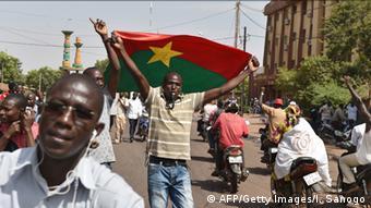 Burkina Faso: Jubel nach dem Rücktritt des Präsidenten Compaore 31.10.2014 (Foto: AFP)
