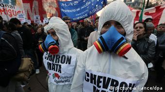 Argentinien Aktivisten Protest gegen YPF und Chevron