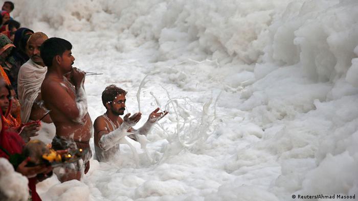 Indien Neu-Delhi Chhath-Puja-Fest Fluss Yamuna