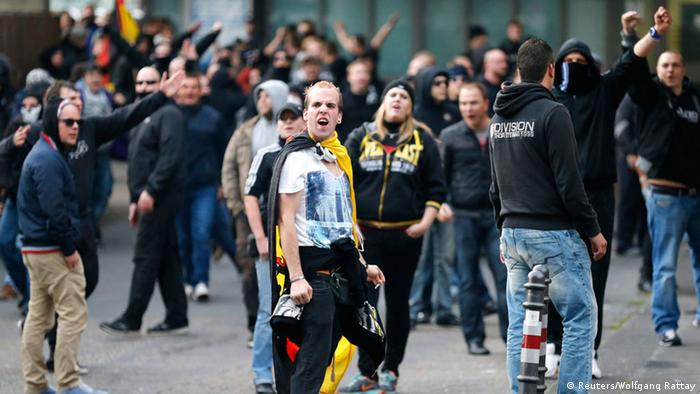 Protesters gesture towards members of the media as they march through the streets of Cologne during a demonstration by German far-right groups, October 26, 2014 (Phott: REUTERS/Wolfgang Rattay)