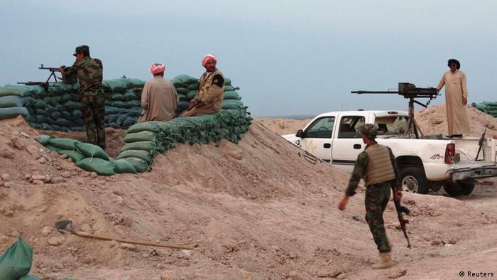 """احتدام المعارك في الأنبار و""""داعش"""" يفجر جسرا استراتيجيا"""