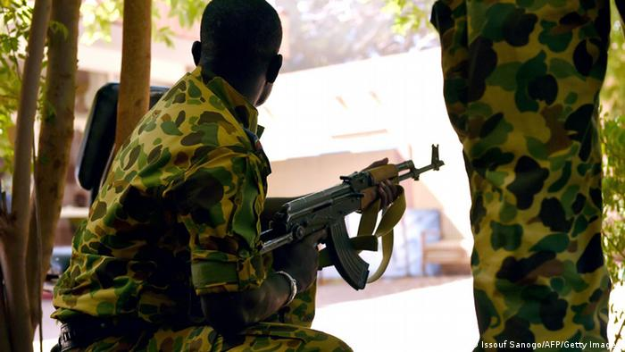 Miliär übernimmt Staatsfernsehen in Bukina Faso 02.11.2014